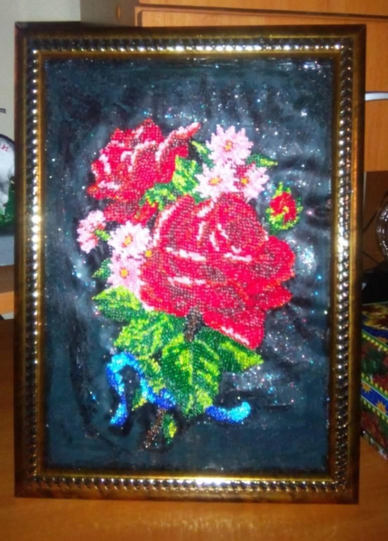 МК картина, вышитая бисером «Розы»