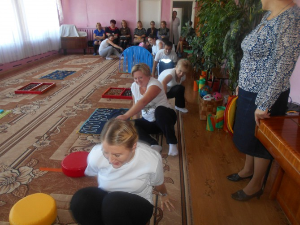 Непосредственно образовательная деятельность по ФИЗО в старшей группе «Осень в деревне» совместно с родителями