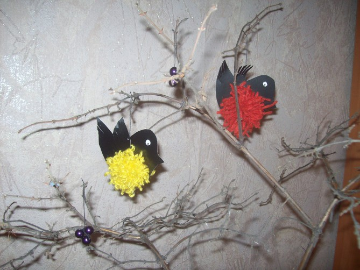 Мастер-класс: поделка из помпонов «Птички»