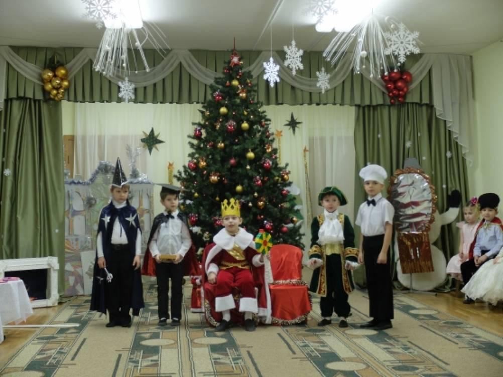 Сценарий новогоднего огонька для пожилых людей