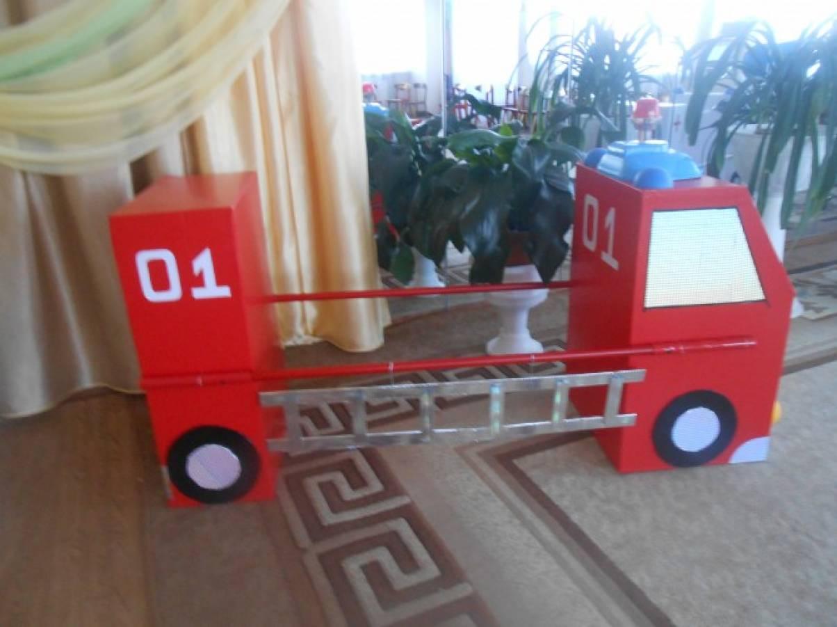 Пожарная машина своими руками из бутылок