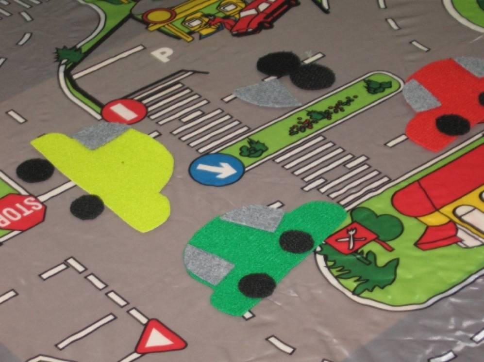 Интегрированные игры-занятия в 1-ой младшей группе по сенсорному развитию детей. (Игрушки из ковролина).