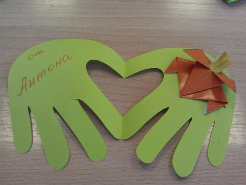 Сделать, открытки для мамы ладошки с сердечками