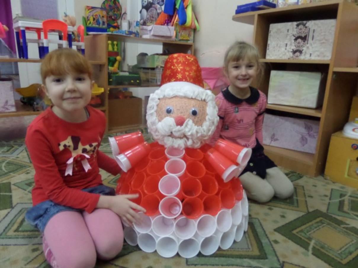 Дед мороз своими руками из стаканчиков