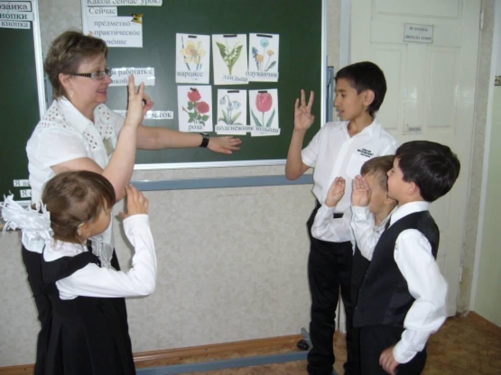 Конспект урока предметно-практического обучения в подготовительном классе школы I и II вида «Цветок из мозаики»