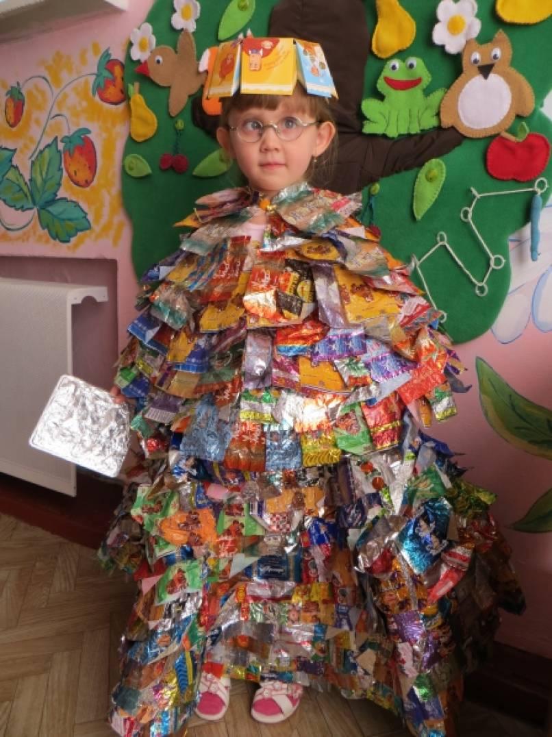 Демонстрация костюмов из бросового материала «ЭкоМода Золотого города России»
