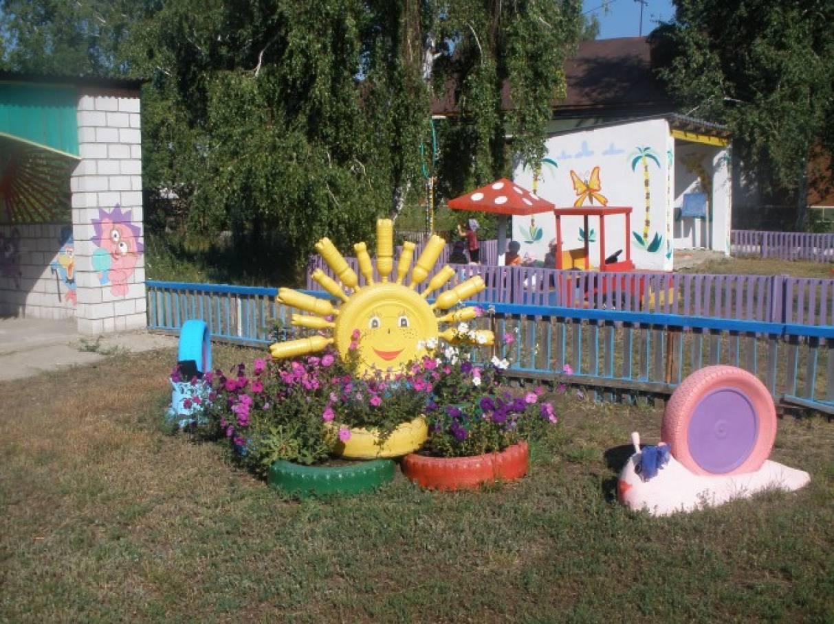 Как оформить клумбы в детском саду летом