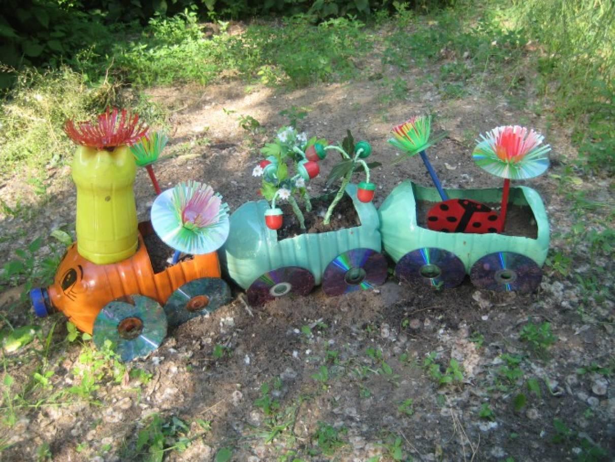 Поделки для цветника из пластиковых бутылок 32