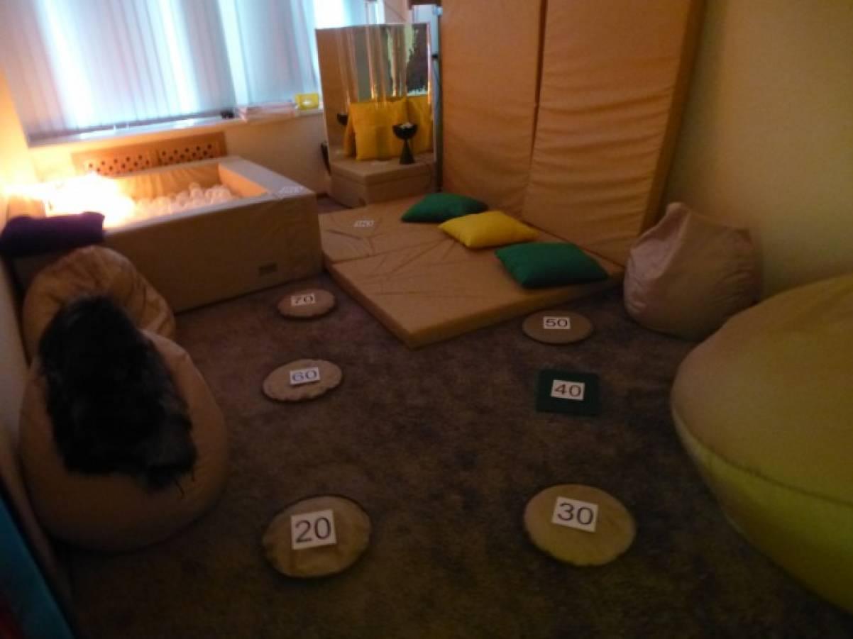 Конспект занятия в темной сенсорной комнате по проекту «Древние люди» с детьми подготовительной группы