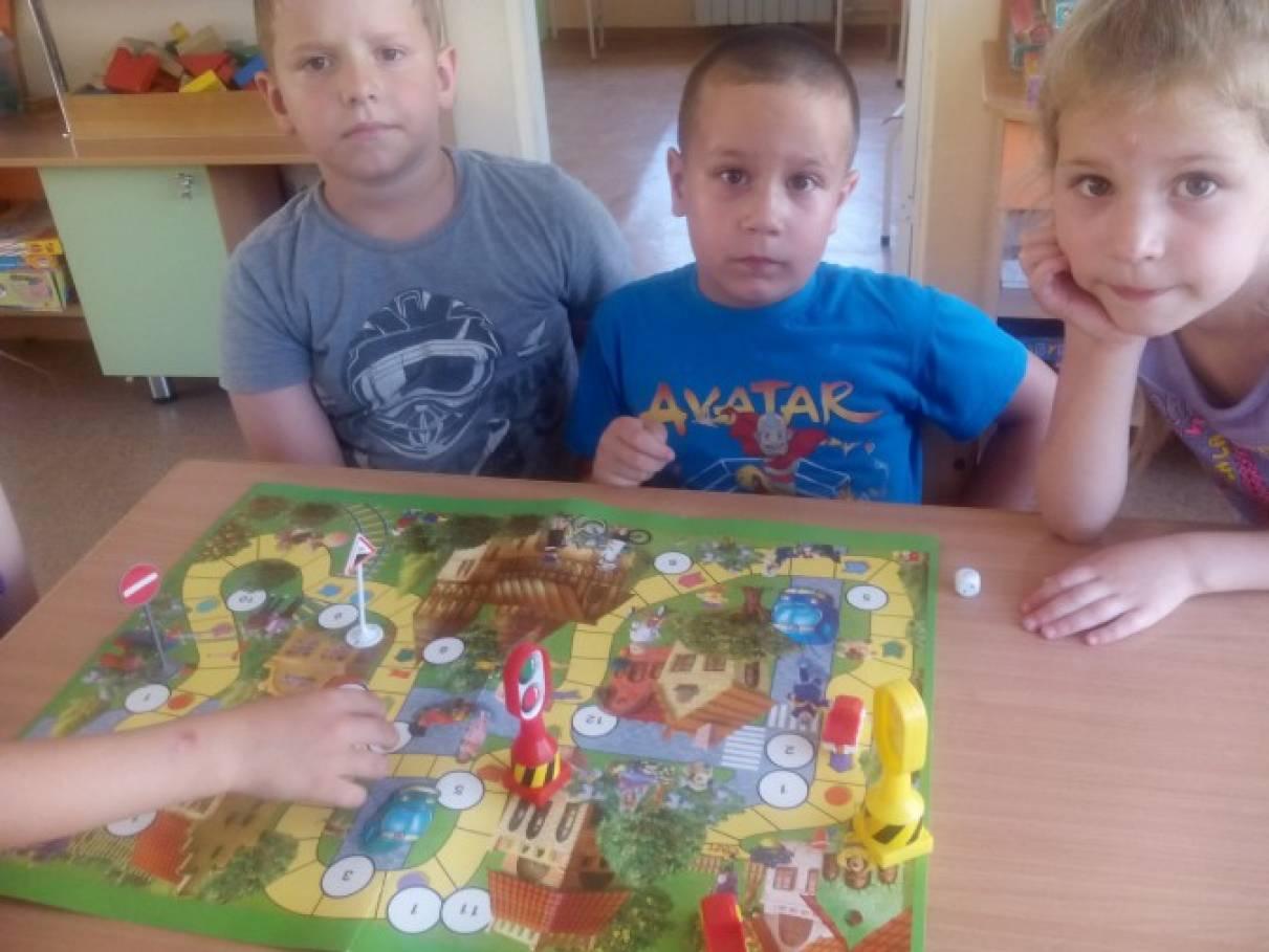 знакомство детей с правилами дорожного движения в играх