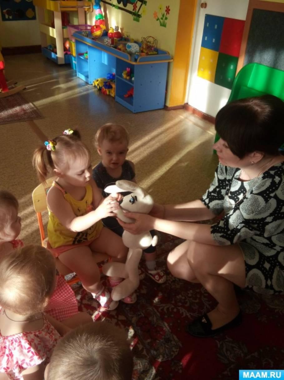 Конспект занятия по конструированию «Строим дом для зайки» с детьми раннего возраста