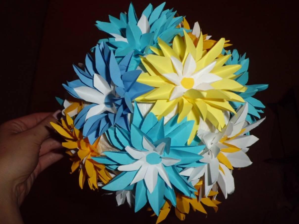 Цветочные шары из бумаги. Отличное украшение к празднику!