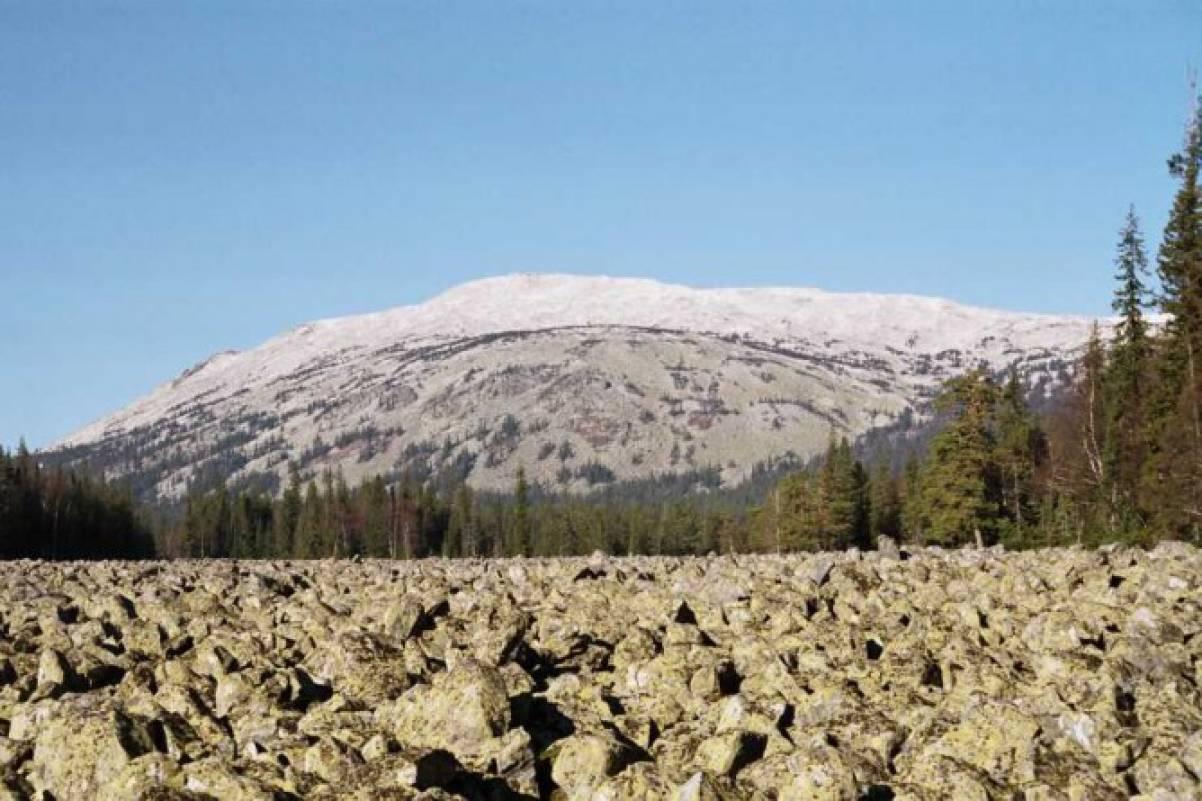 Моя красавица Башкирия Часть вторая Горы Воспитателям детских  Это огромные горы стогообразной формы покрытые курумами каменными остроугольными скоплениями глыб Вниз по склонам глубоко в тайгу