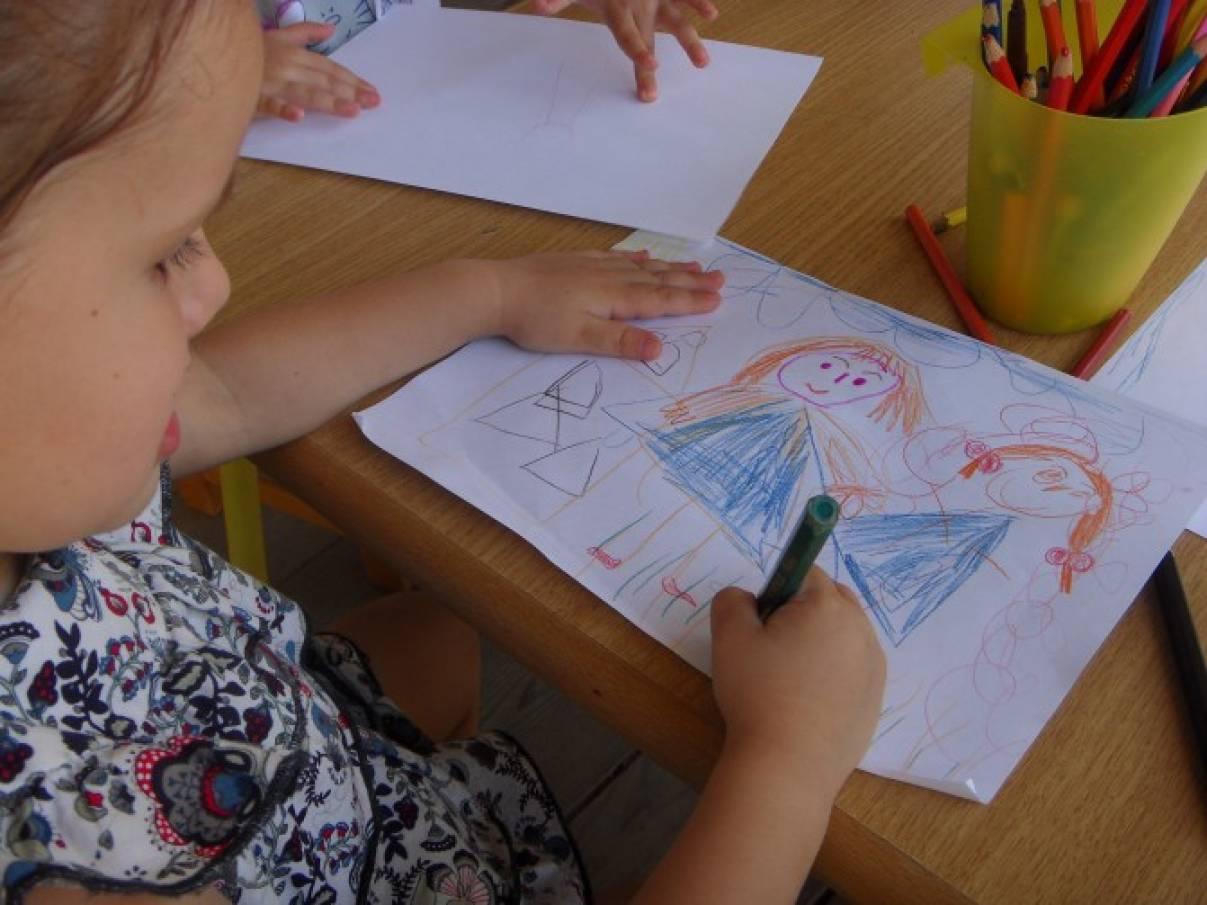 Выставка детских рисунков мама