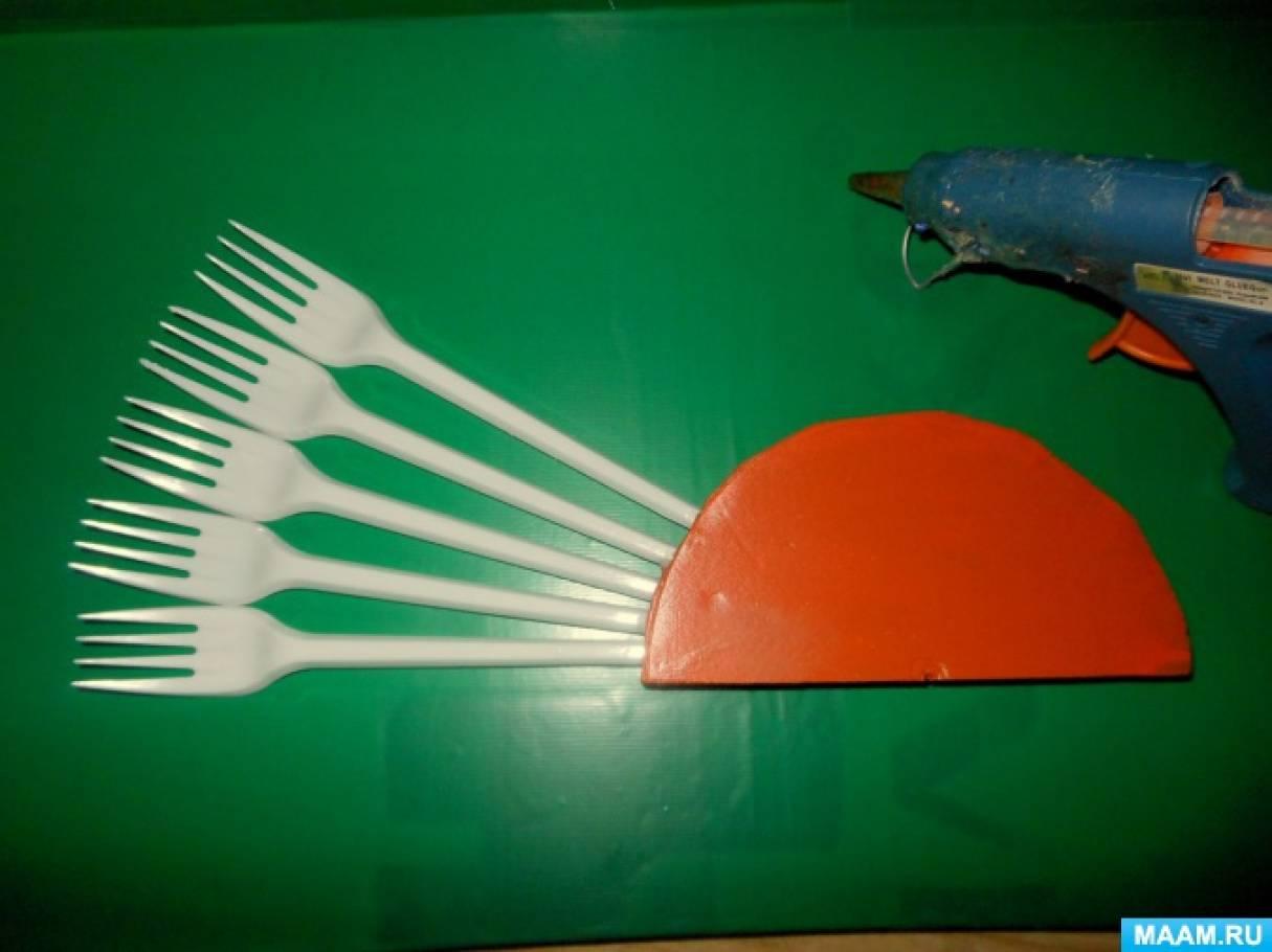 Фото поделок из одноразовой вилок и ложек 24