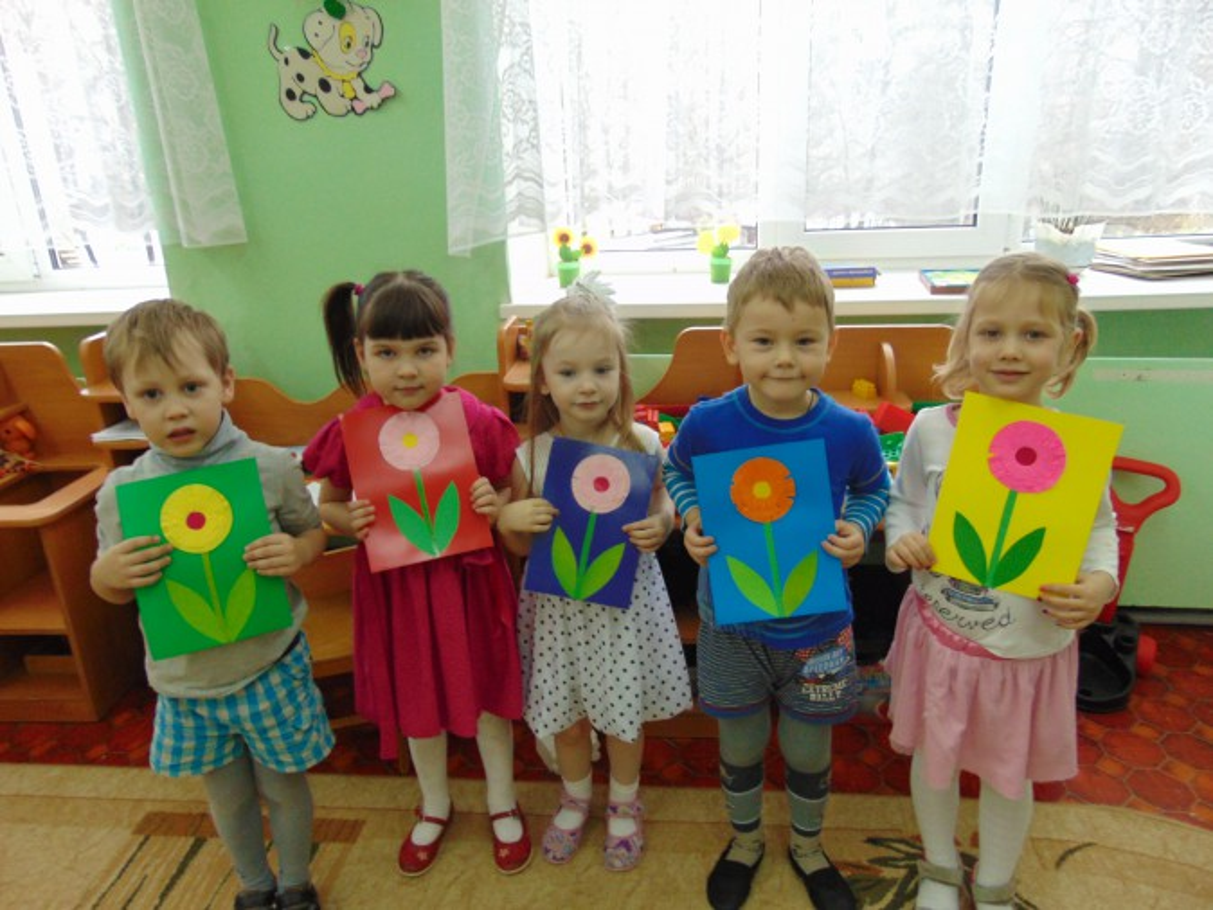 Конспект НОД (аппликация) «Цветочек для мамочки (открытка)»