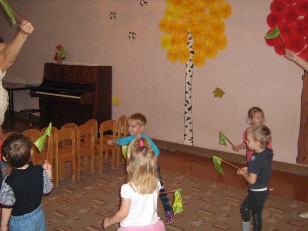 Фотоотчет «Веселый час «В гостях у осени» (первая младшая группа)
