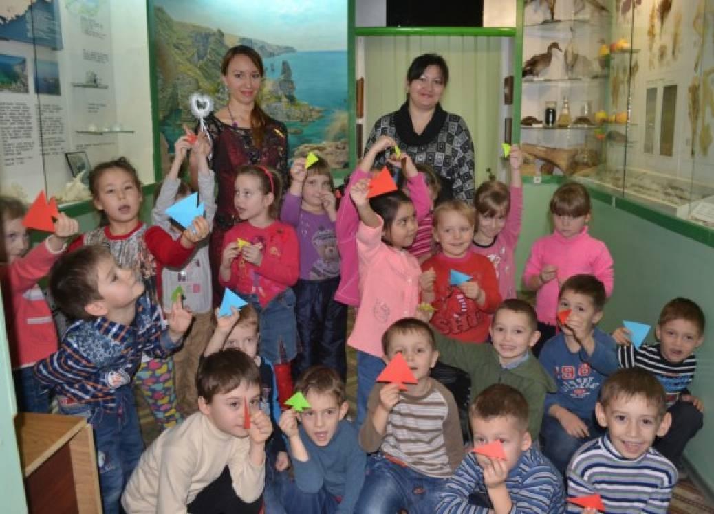 Фотообзор о посещении детьми старшей группы краеведческого музея