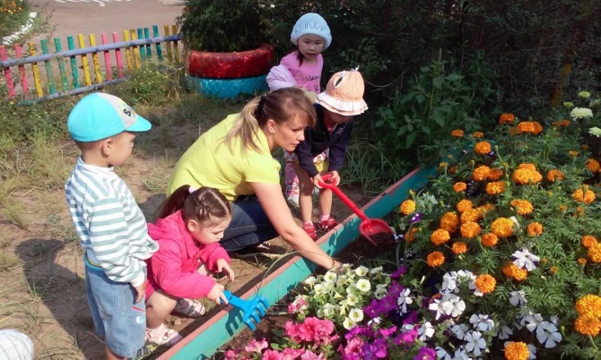 Стих о цветах на клумбе для детей