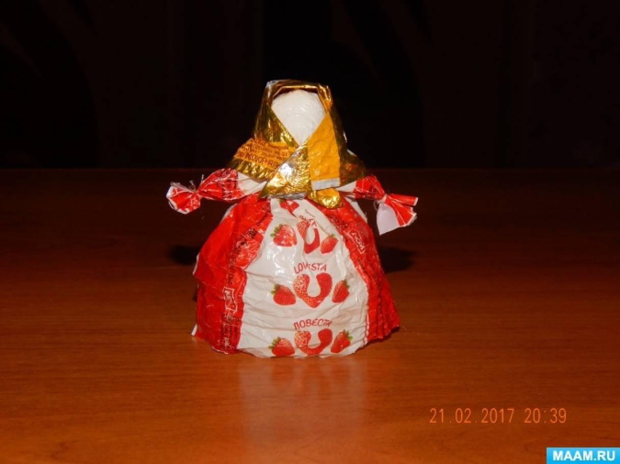 Поделки из бросового материала. Куколка «Масленица» из конфетных фантиков. Мастер-класс