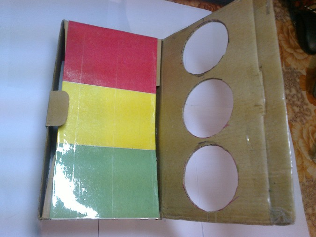 Как из коробки сделать светофор своими руками 65