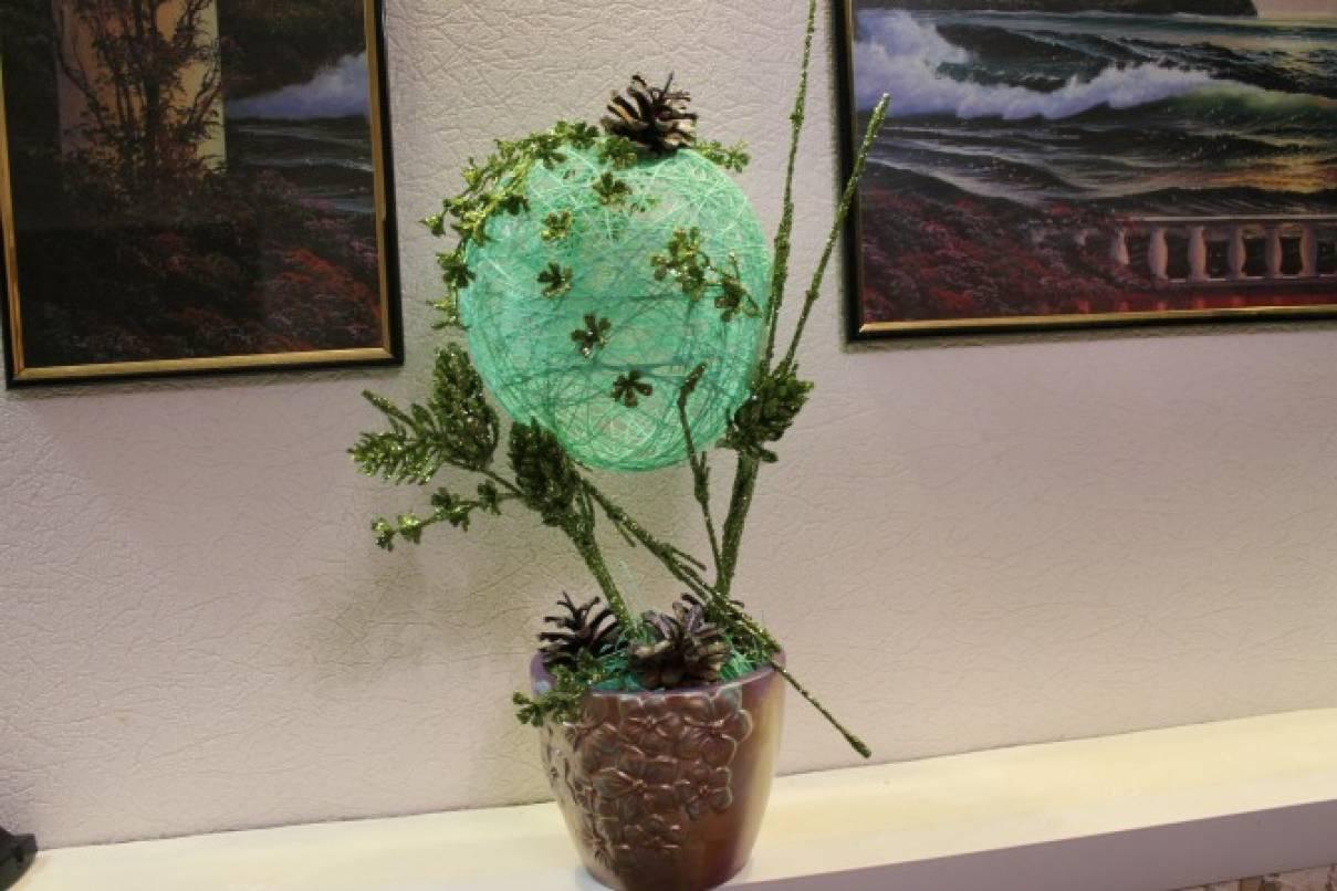 Мастер-класс «Новогодний топиарий из ниток и искусственных цветов»