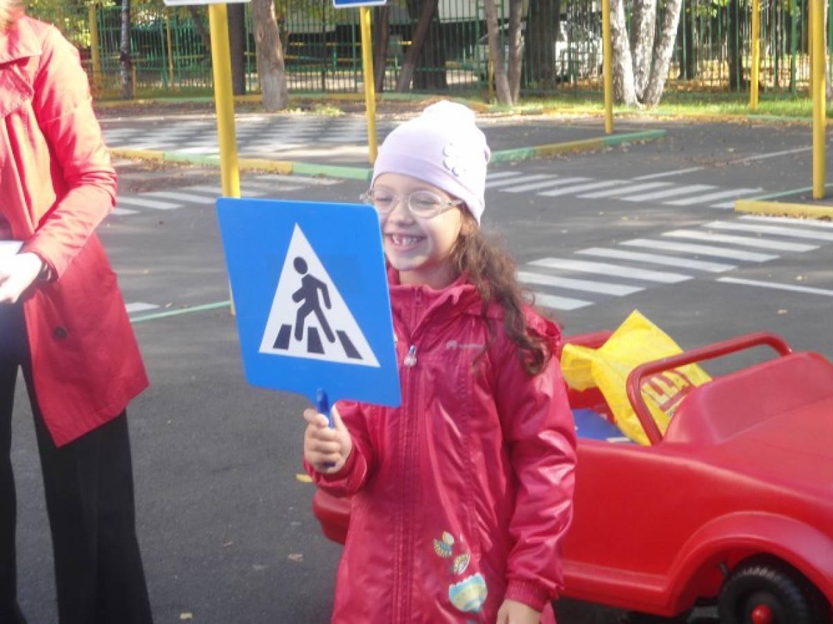 Сценарий развлечения по правилам дорожного движения «Незнайка в гостях у ребят» (подготовительная группа)