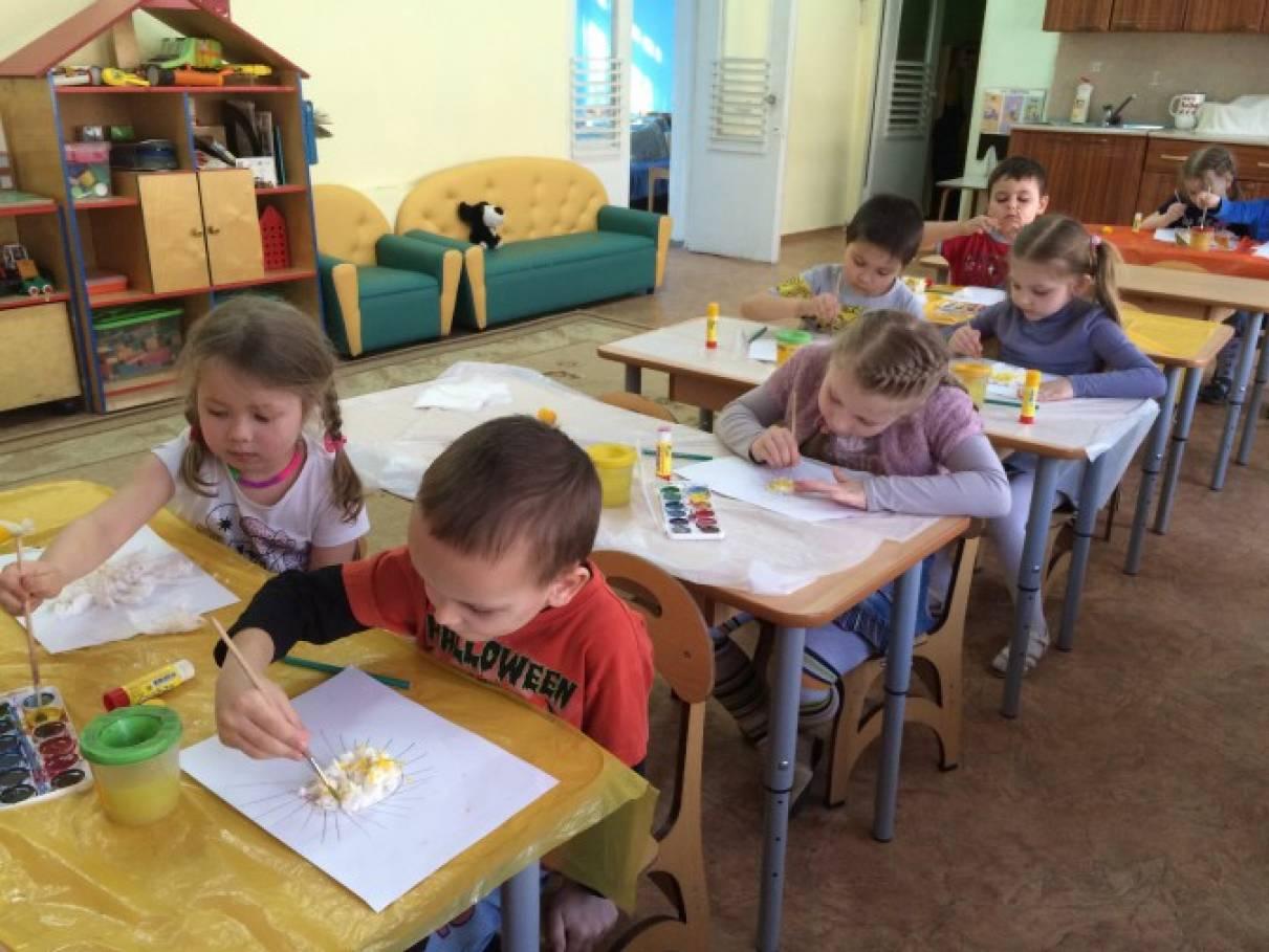 Конспект образовательной деятельности по аппликации с элементами рисования на тему: «Солнышко, нарядись!»