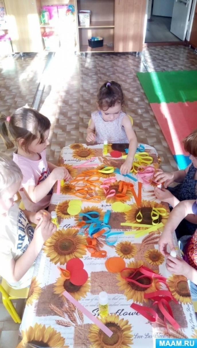 Фотоотчет «Цветок для мамы» конструирование объемной поделки из бумаги детьми средней группы