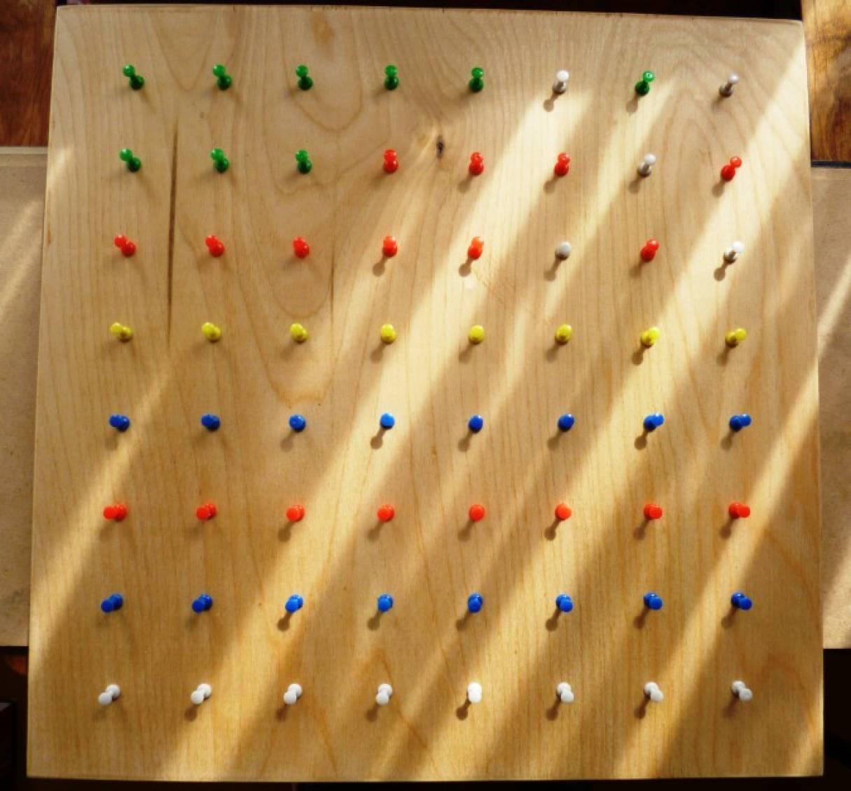Дидактическая игра на планшете «Чудесные резиночки»