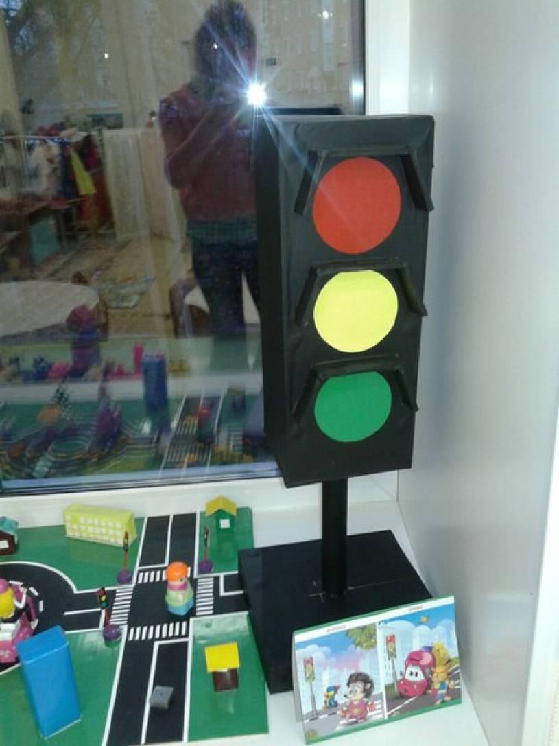Как с ребенком сделать веселый светофор