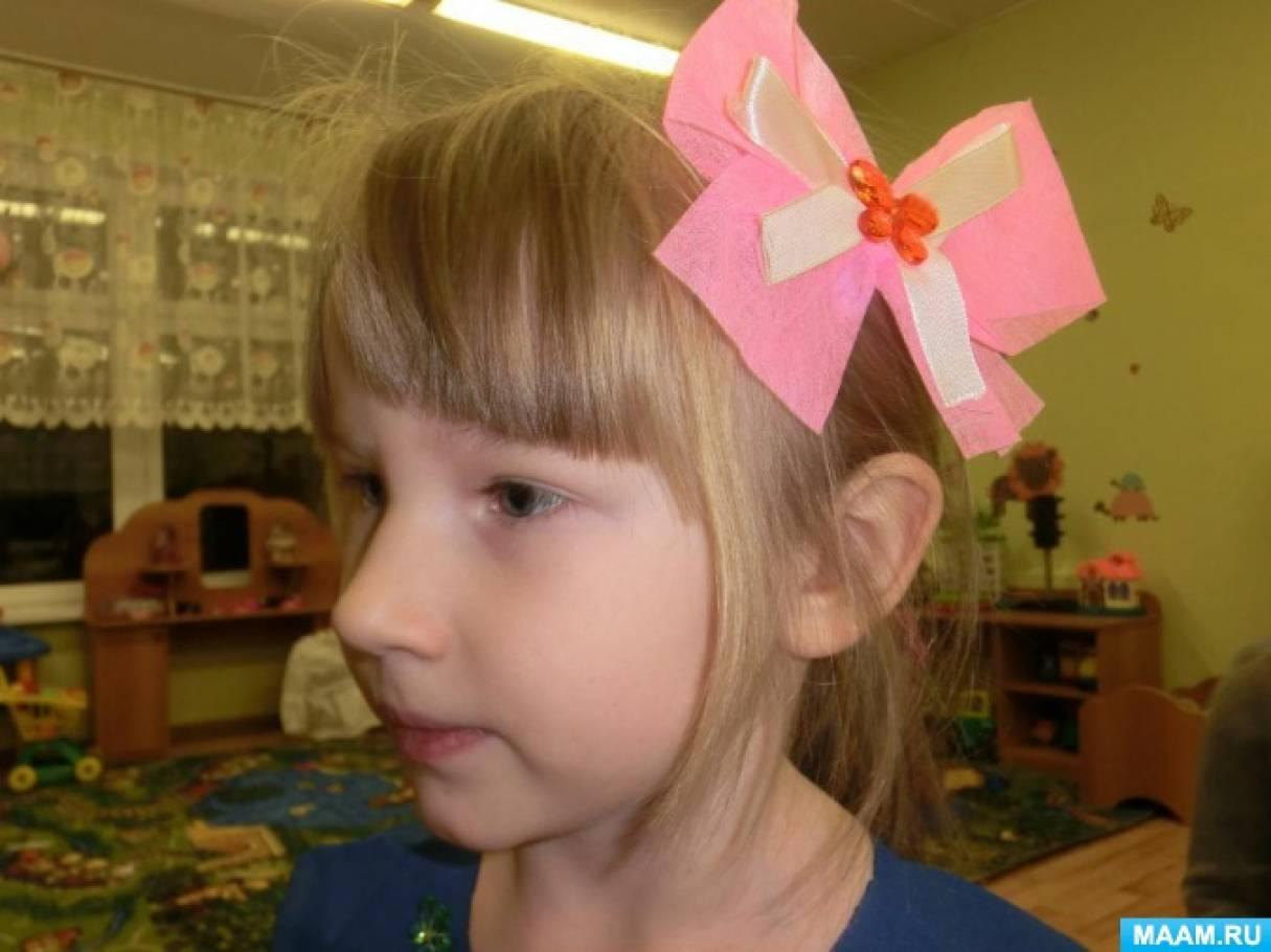 Заколка «Бантик». Дополнительный атрибут костюма для девочки, сделанный с использованием бросового материала