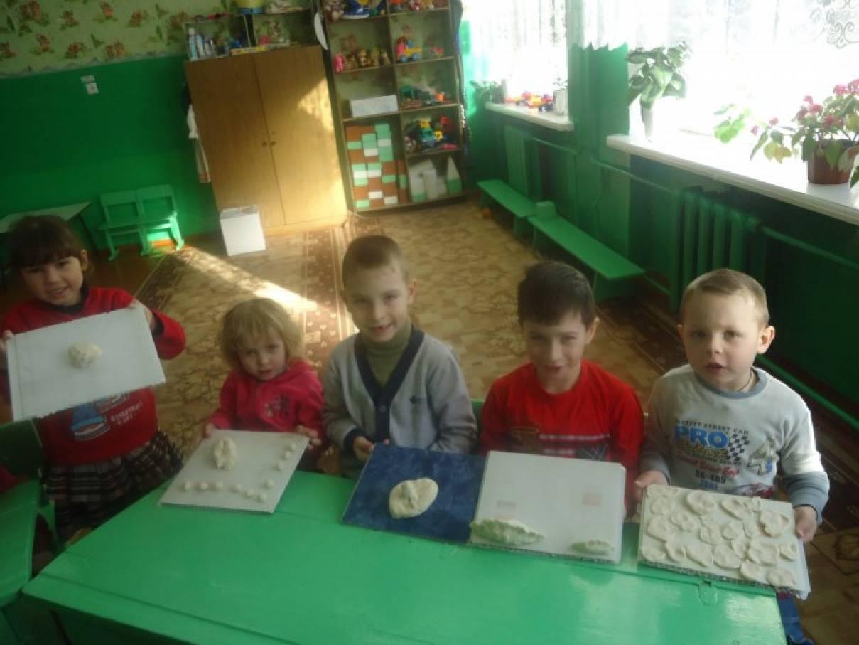 Занятие по лепке в младшей группе «Печенье для гостей»