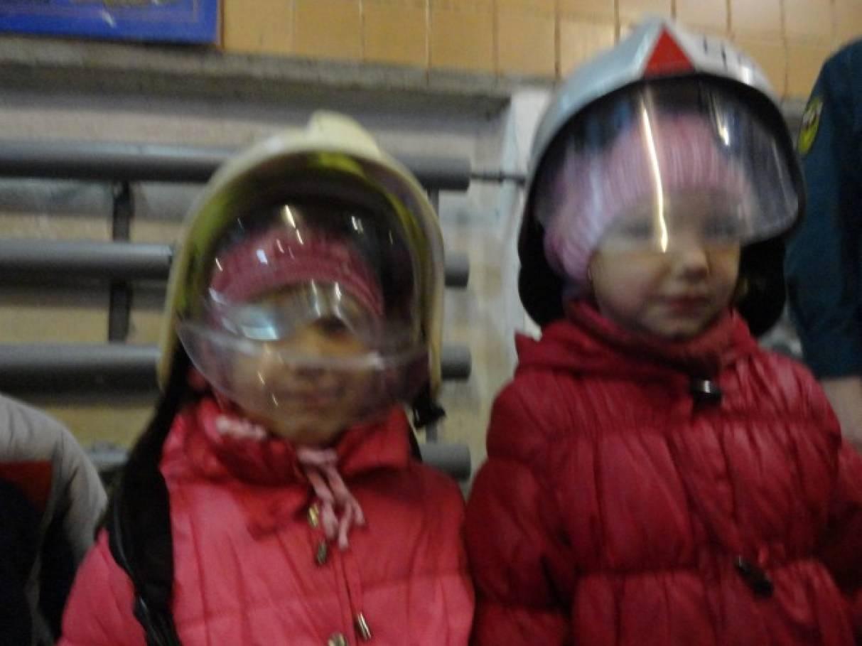 Фото детей с экскурсии пожарной части 70