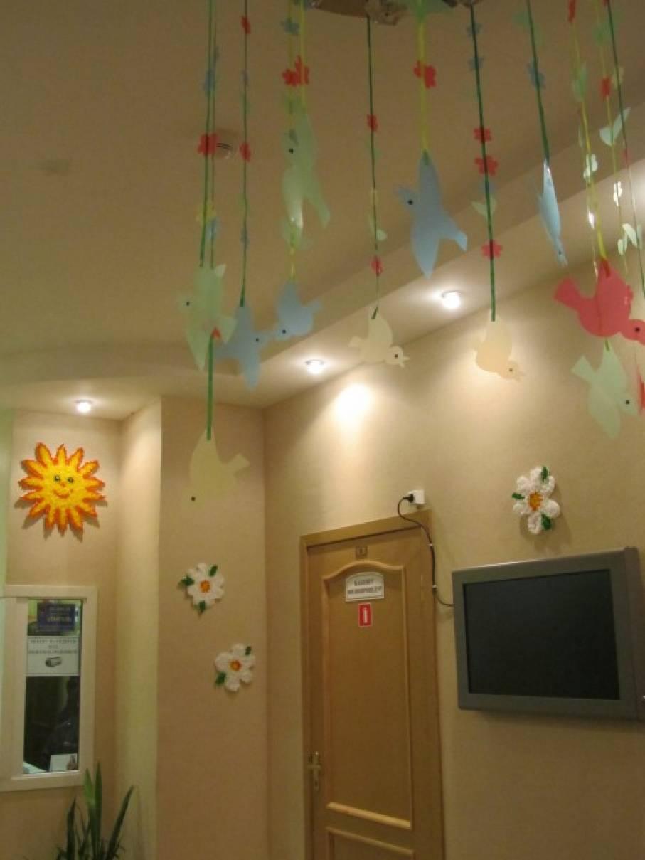 Весеннее оформление фойе детского сада