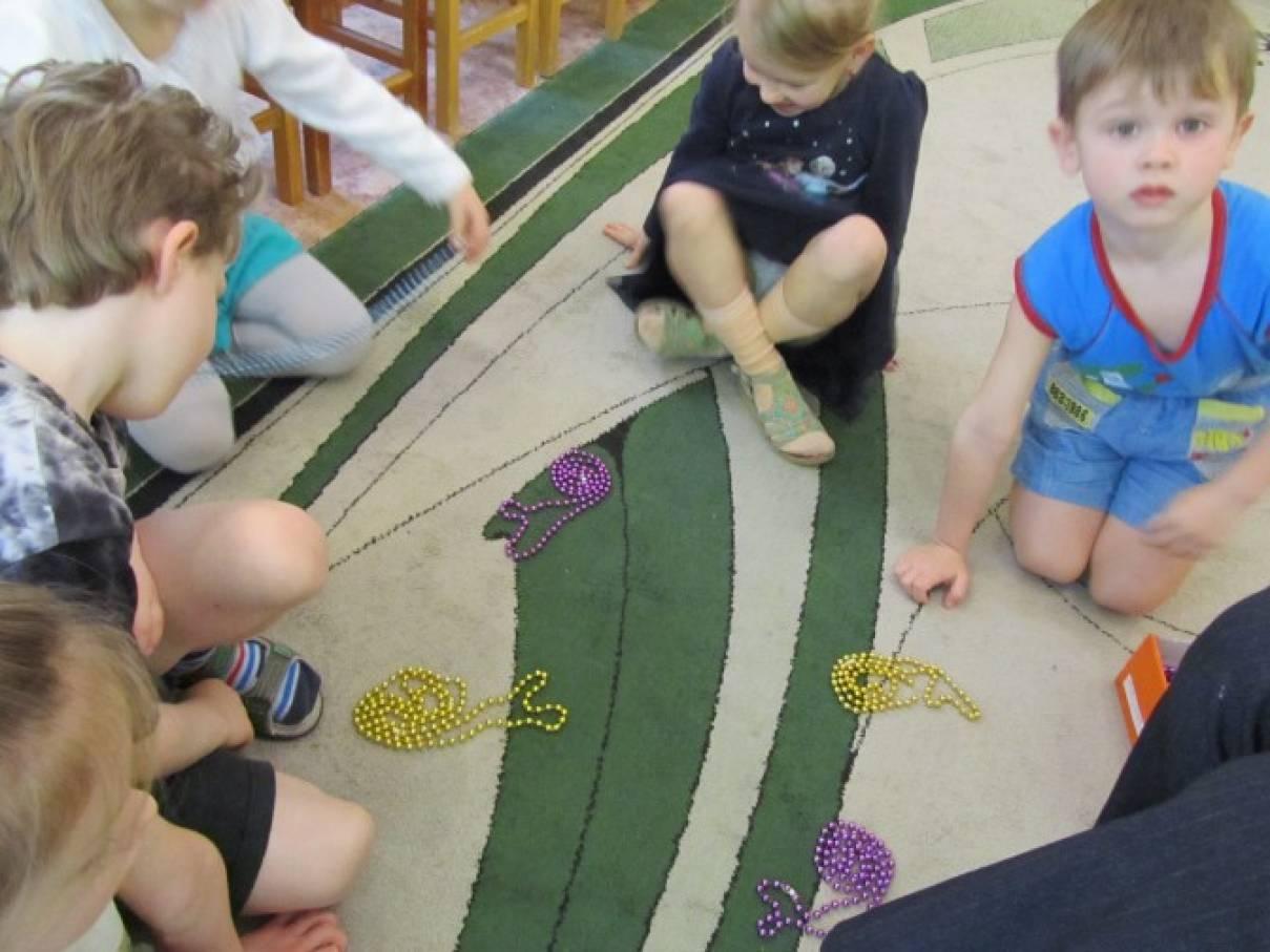 знакомство детей с сенсорным материалом