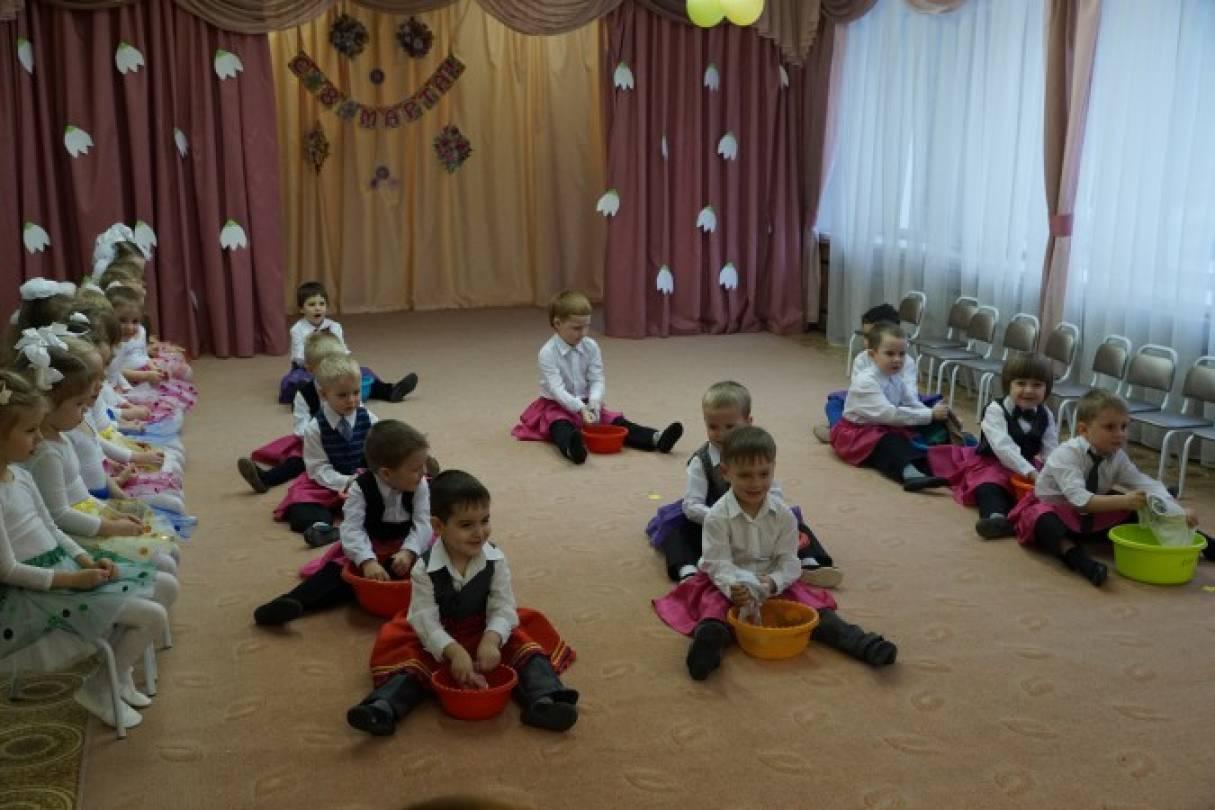Сценка для 8 марта в детском саду