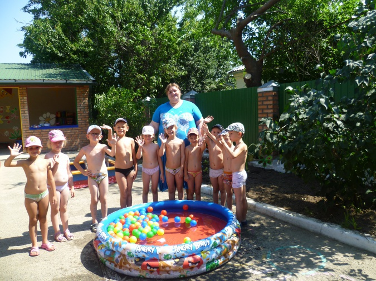 Фотоотчет «Игры с водой в бассейне»
