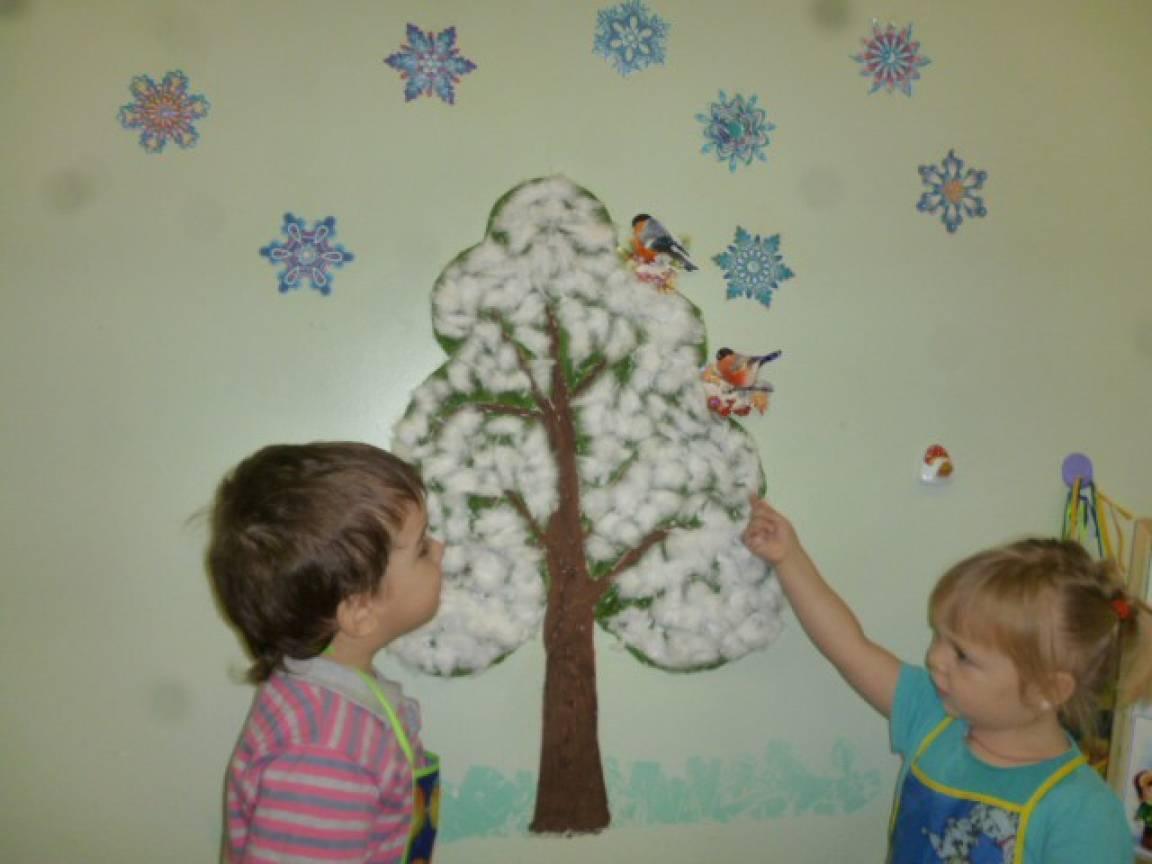 Занятие по художественно-эстетическому развитию в младшей группе. Совместная композиция «Оденем дерево в беленькое платьице»