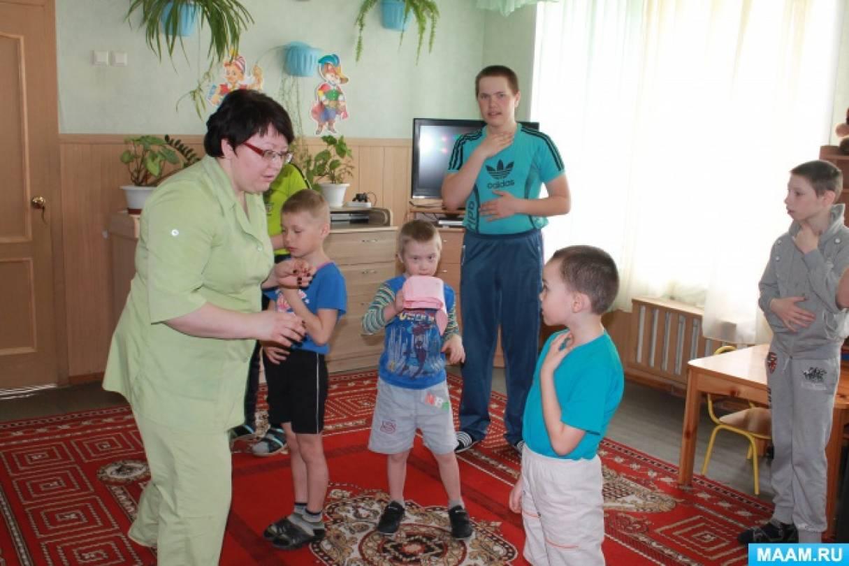 комплекс социализация детей в условиях реабилитацинных центров пальцы облизывает
