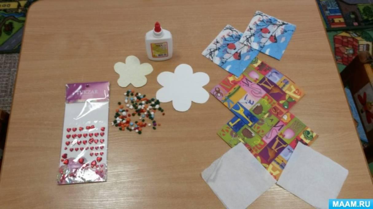 Подарки мамам «Цветочки из салфеток» для детей младшего дошкольного возраста