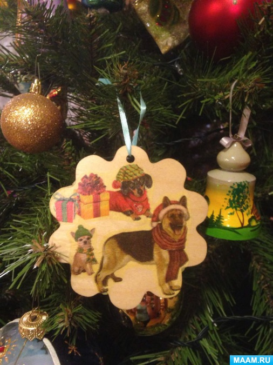 Мастер-класс новогоднего украшения на елку в технике декупаж «Год собаки!»