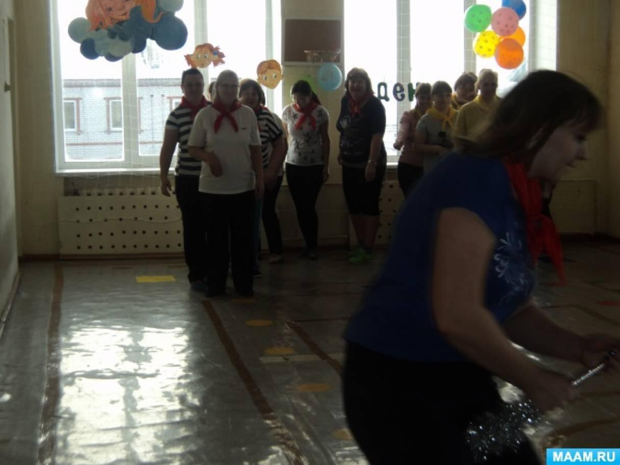 Фотоотчет о соревнованиях между воспитателями и помощниками в День здоровья