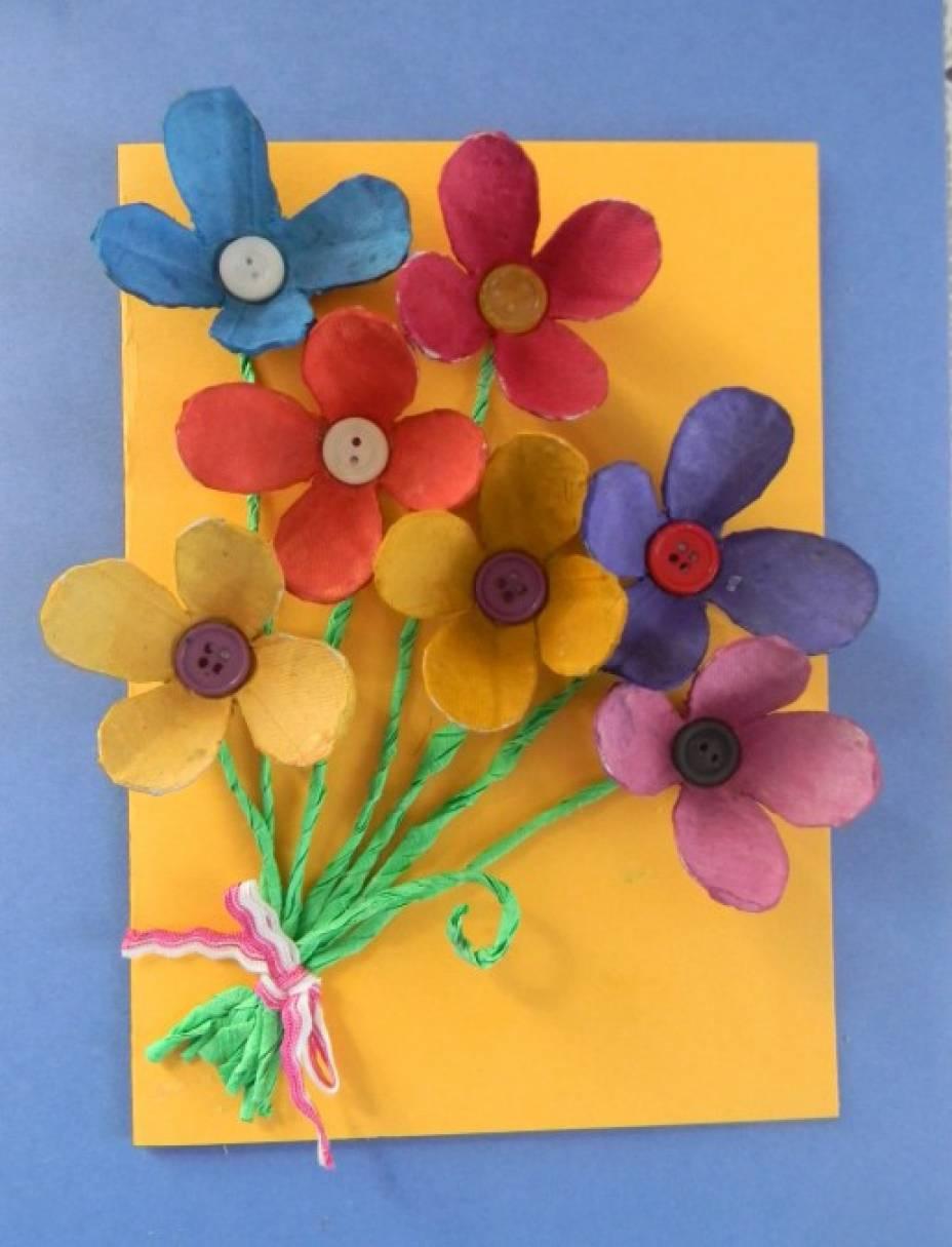 Открытка из цветной бумаги с цветами 76