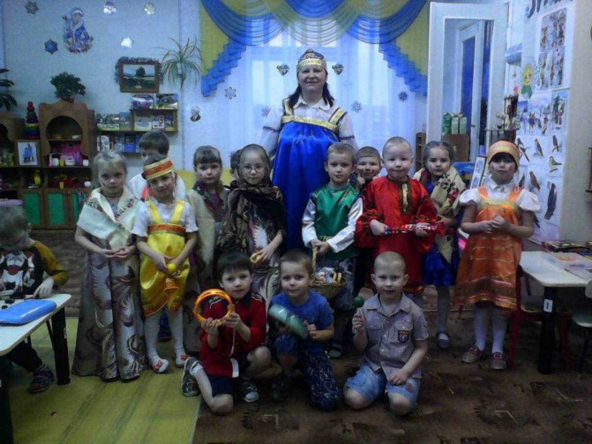 Коляда, коляда! Кому рубль, кому два! Праздник Колядование прошел внутри садика. Дети заходили в каждую группу и пели колядки.