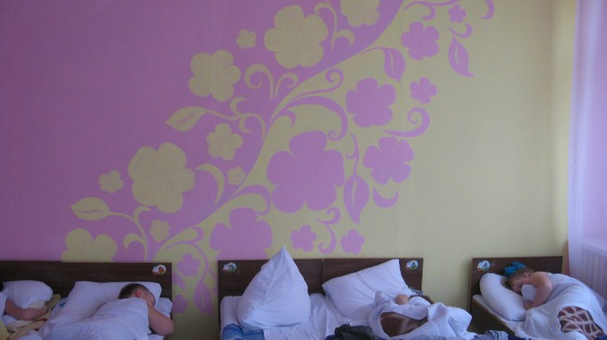 Покрасить стены в детской своими руками 19