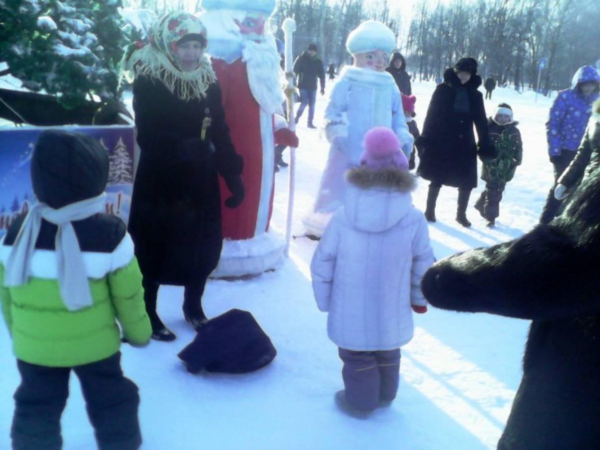Новогоднее развлечение у ёлки на свежем воздухе. Фотоотчет