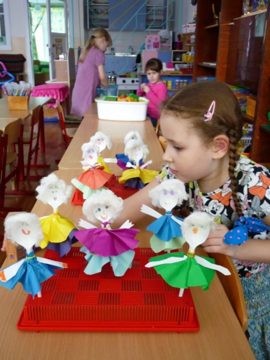 Куклы из пластиковых ложек своими руками