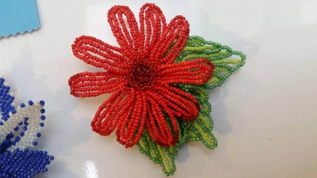 Мастер-класс «Цветок-магнит из бисера в подарок на 8 Марта»