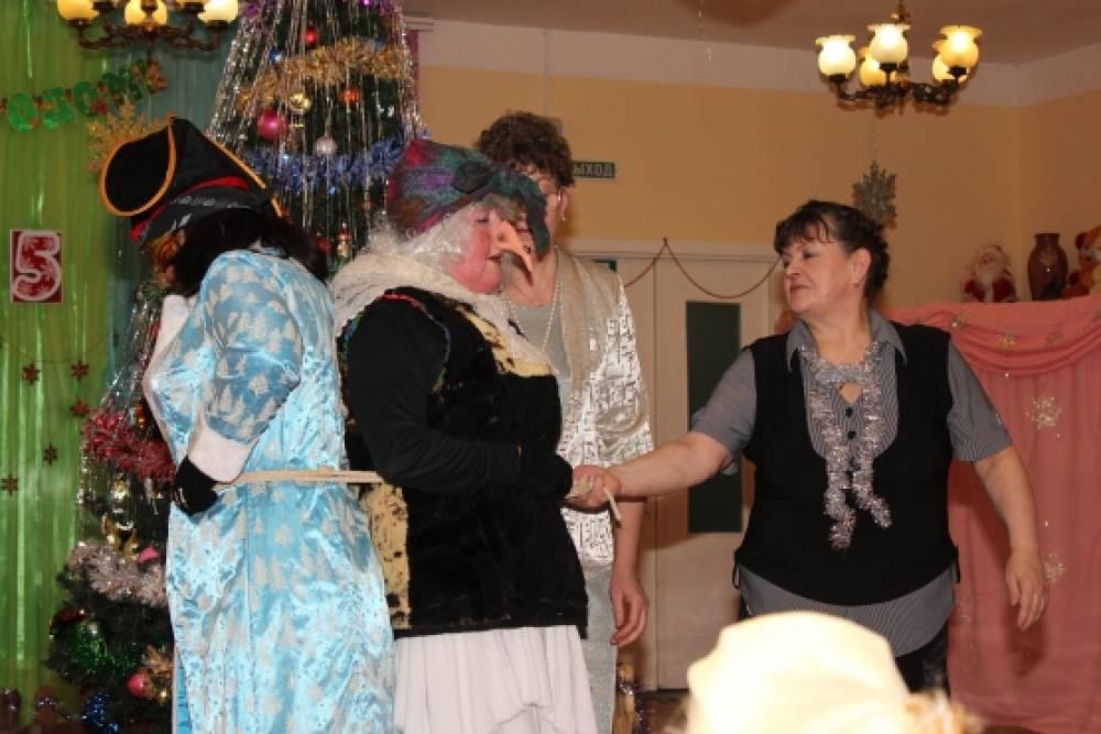 Танцуя сбрасывает одежду — img 2